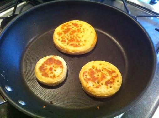 Baking crumpets