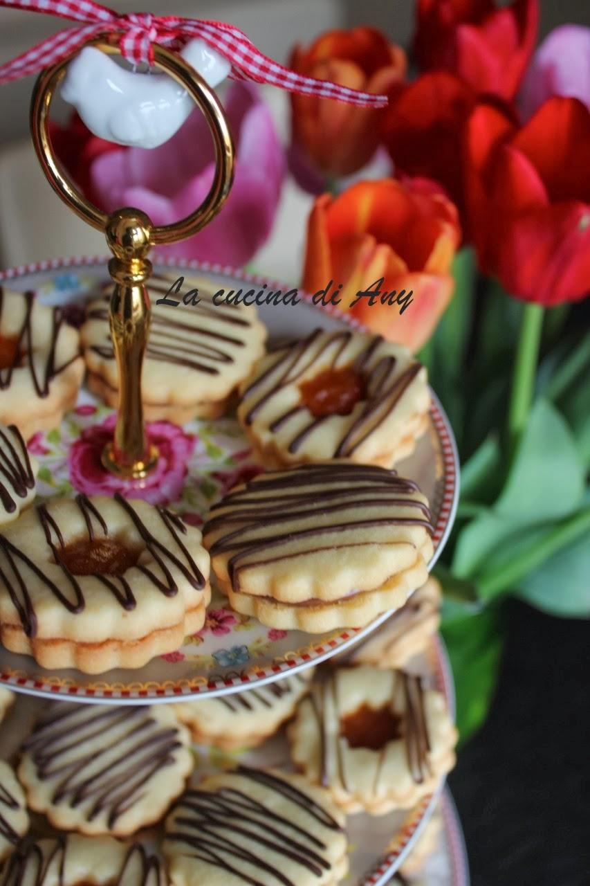 biscotti farciti con la nutella o con la confettura - biscuiti umpluti cu nutella sau cu dulceata/gem