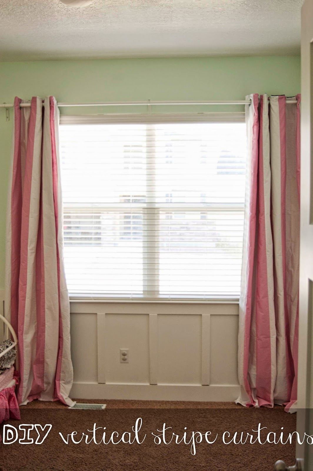 Carissa Miss: DIY Vertical Stripe Curtains
