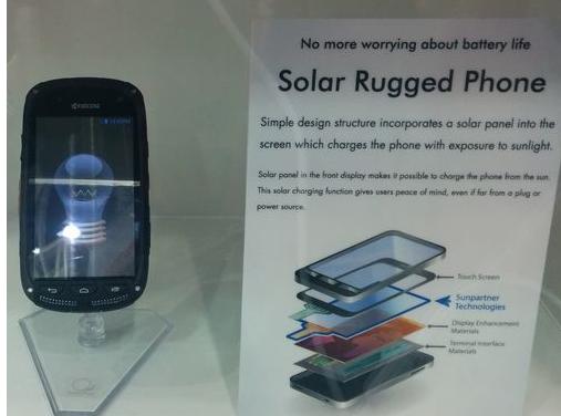 Kyocera presenta telefono que carga con la luz del sol