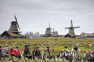 Tempat Wisata Di Belanda - Windmills of Zaanse Schans