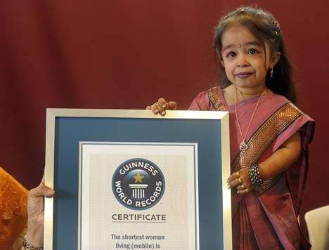 Photos la plus petite femme du Monde : Sa taille mesure 62,8 cm