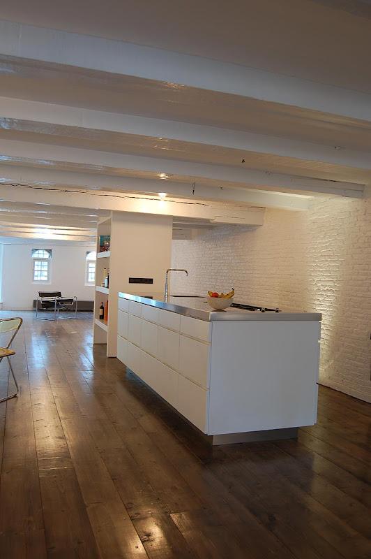 Vivir en paralelo en un loft de cube architecten dise o for Diseno cocinas paralelo