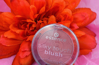 Essence - Silky touch - blush - babydoll - powder blush - swatch - review