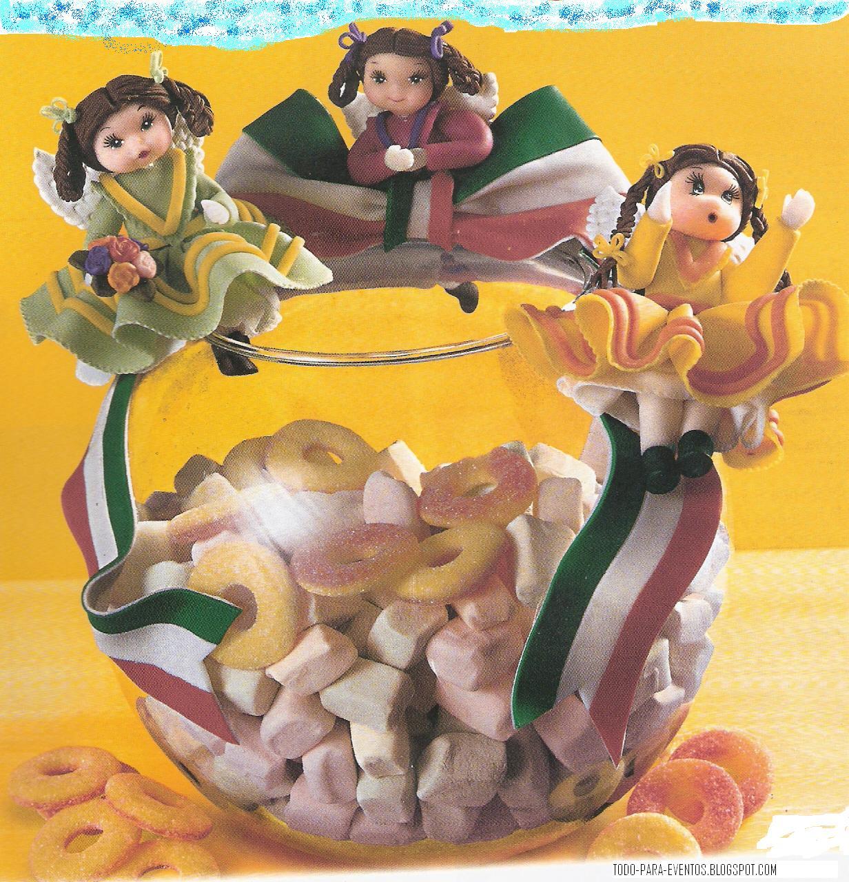 decoraciones como prendedores o recuerdos de algún festejo mexicano