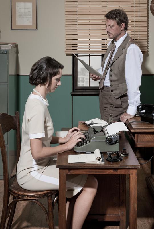 - Rouva Kainulainen, miten tulisin toimeen ilman Teitä? sanoi poikalyseon rehtori.