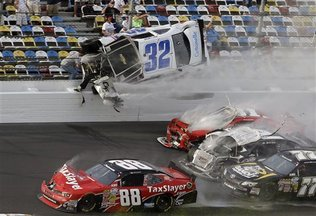 Larson Unhurt in Large Crash At Daytona