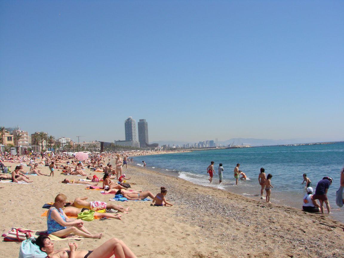 http://2.bp.blogspot.com/-SA8AI8tKOy0/T1PflnwRNTI/AAAAAAAAACA/iAtDFTf5MXc/s1600/barcelona-beach-barcelona-spain%2B1152_12789045422-tpfil02aw-16021.jpg