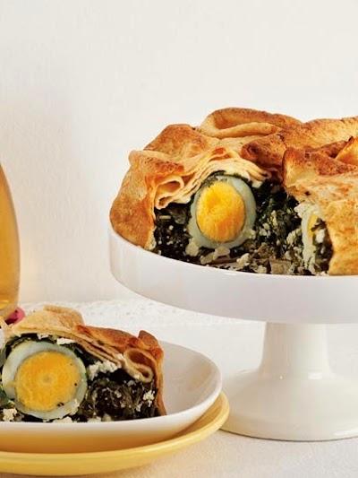 Peynirli ve yumurtalı krep pasta