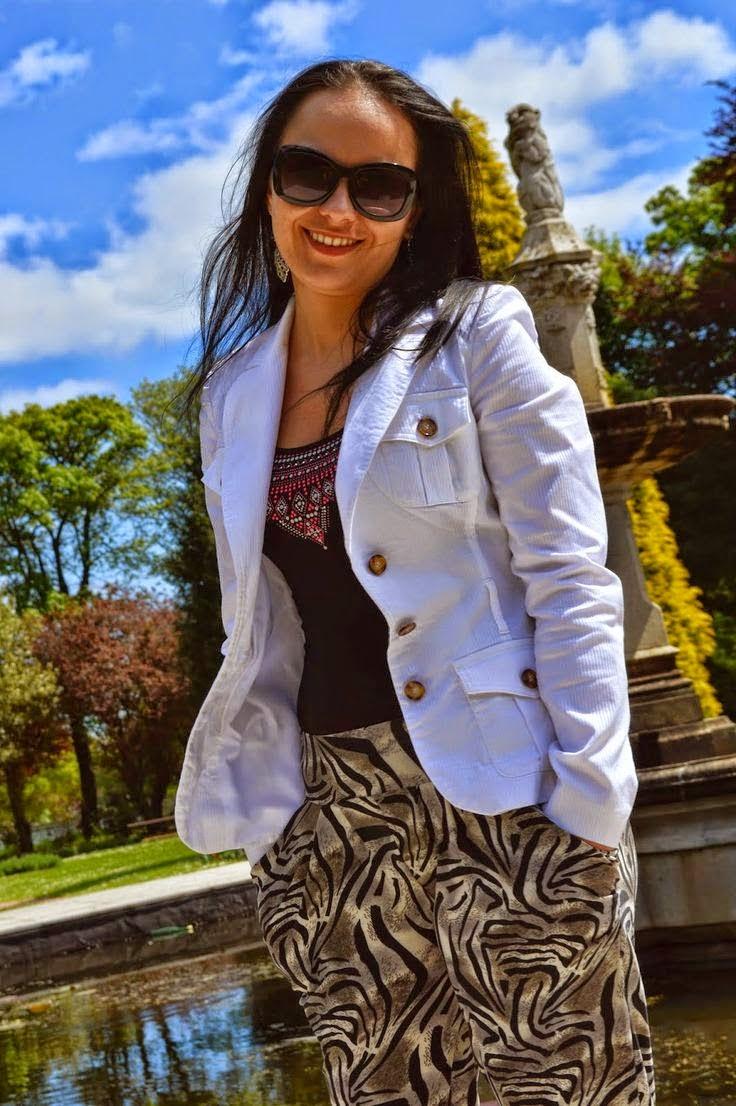 Monika - osoba prowadząca blog, który właśnie odwiedziłeś/odwiedziłaś. Witam Cię serdecznie!!!