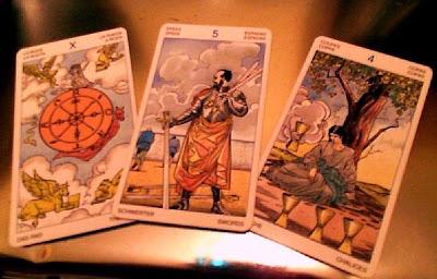 Tirada de 3 cartas para Acuario Diciembre 2012