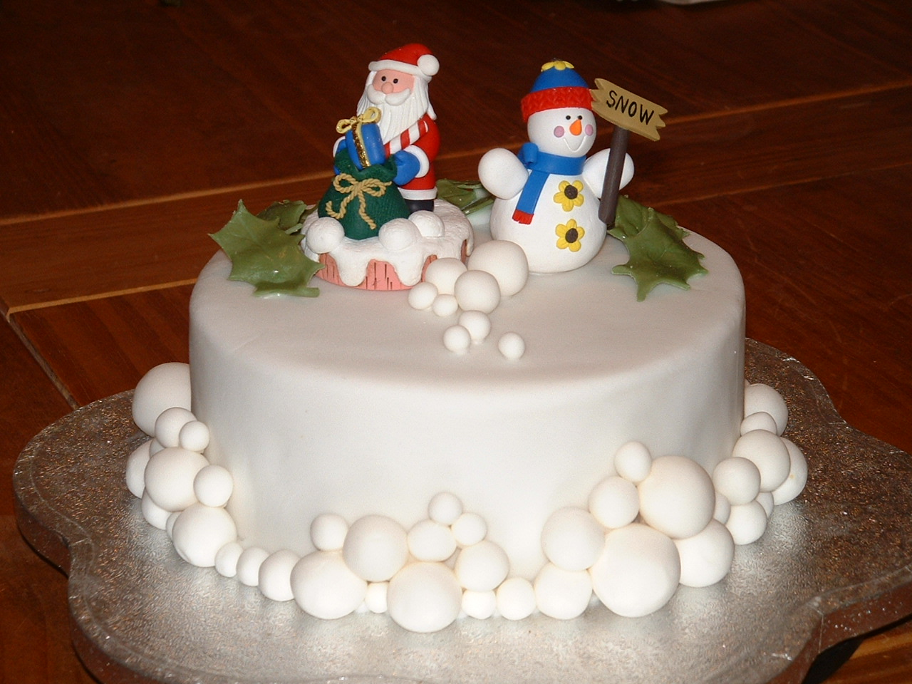 Cake Decoration Holly : Holly s Friends Country Crafts: Cake Decorating: