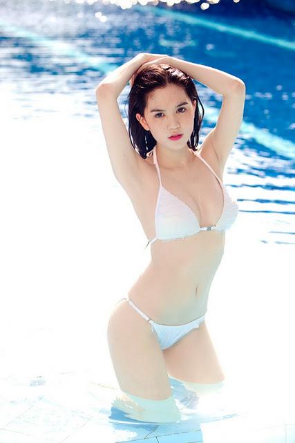 Hot Model Ngoc Trinh Bikini