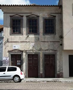 Vende-se este prédio na Rua General Osório - Informações no Fone 53 99772500