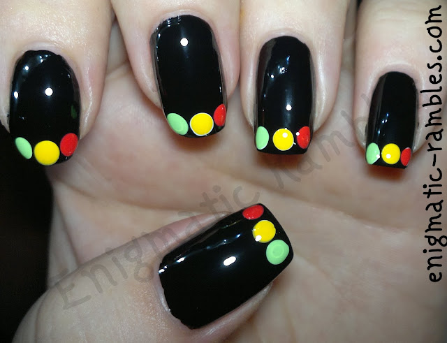 french-traffic-light-nail-nails-art-freehand-color-club-twiggie-almost-famous-barry-m-passion-fruit