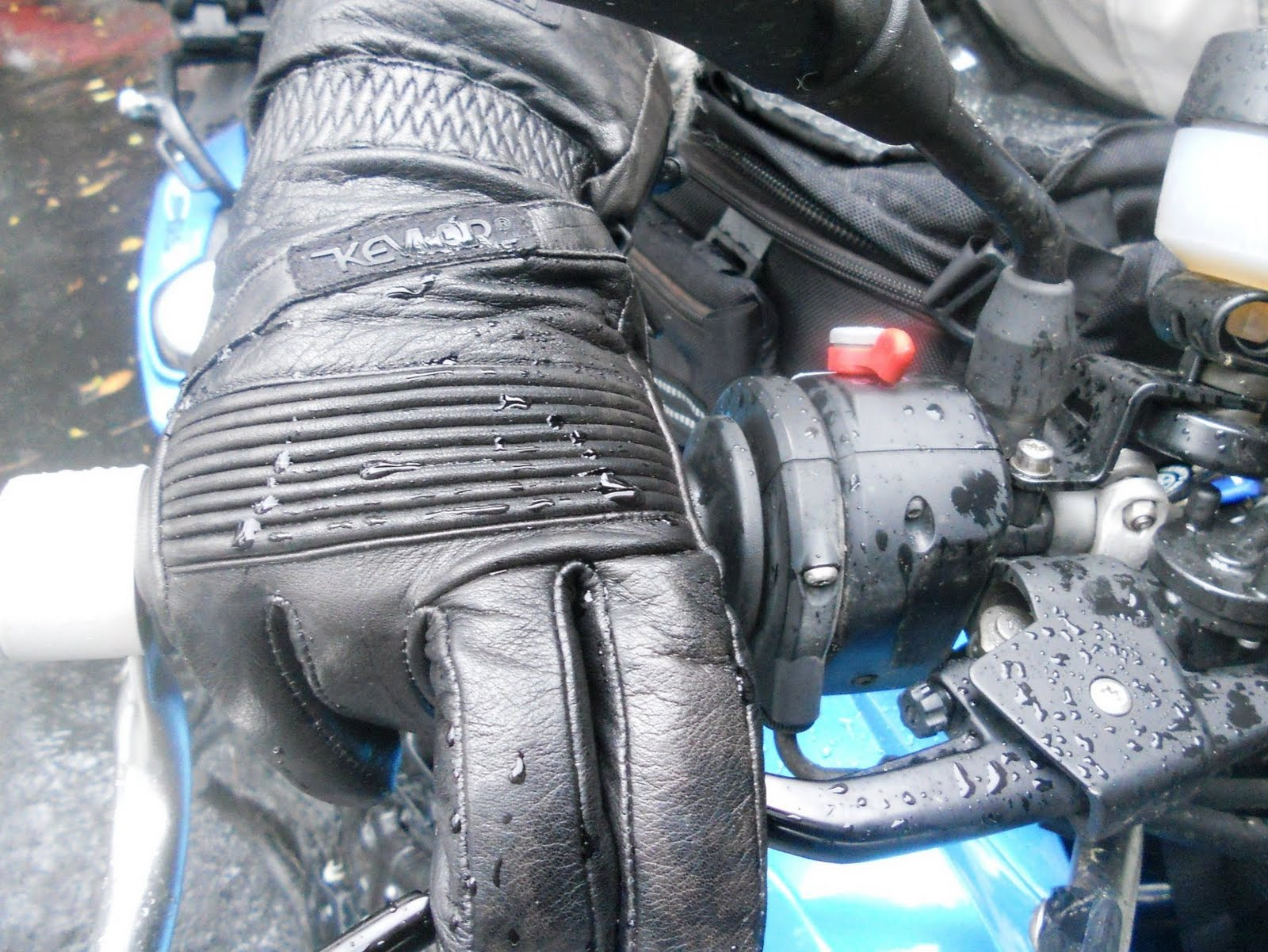 Motorcycle gloves tight or loose -  Wet Is A Given At Least In Our Part Of The World