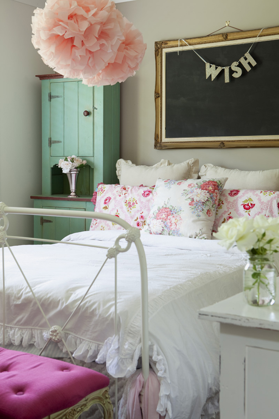 Room goals on pinterest teen girl rooms mint green and for Pink green bedroom designs