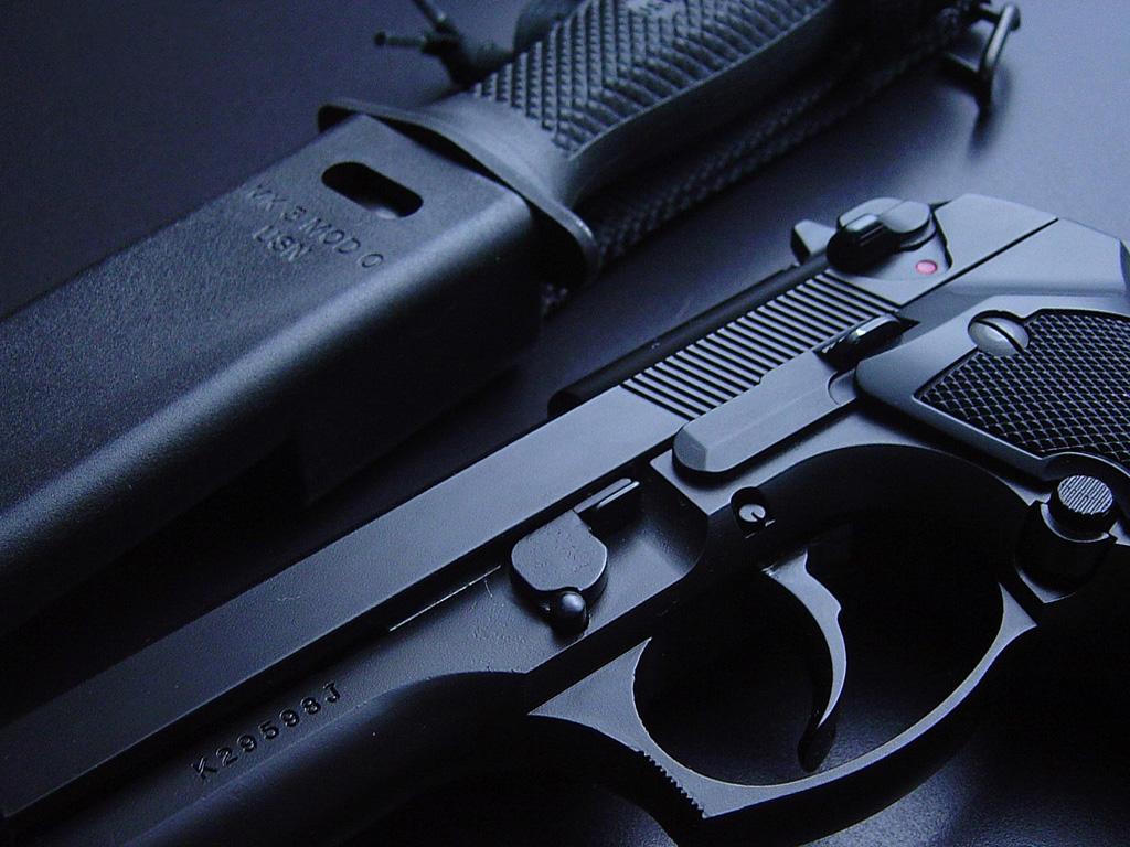http://2.bp.blogspot.com/-SBgTTv5nwPQ/TmBPa2S9_aI/AAAAAAAAEnU/vaMFdgTdoEw/s1600/Gun+Wallpapers+%25289%2529.jpg