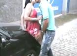 Casais zoando na rua