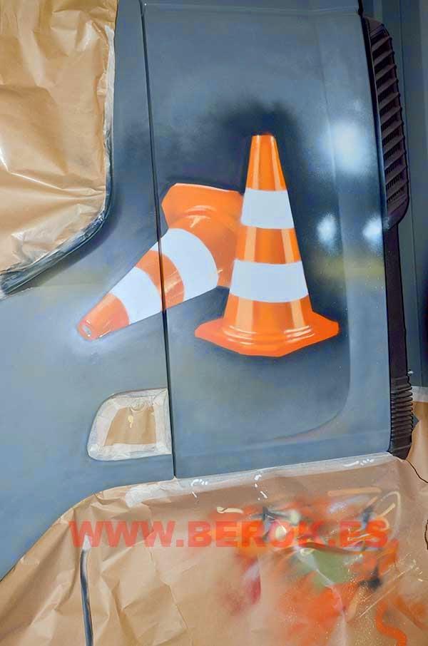 Detalle de graffiti de conos