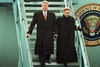 President Bill and First Lady Hillary Clinton arrive in Belfast in 1995.