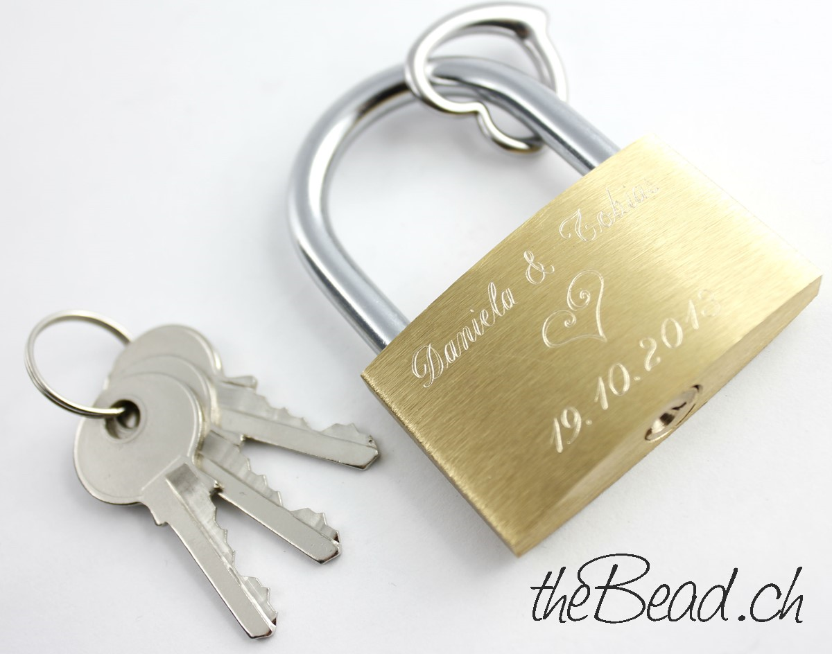 Liebesschloss Onlineshop theBead mit Gravur und Herz Anhänger