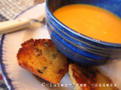 Karina's easy, delicious vegan carrot soup recipe. #glutenfree #vegetarian #vegan
