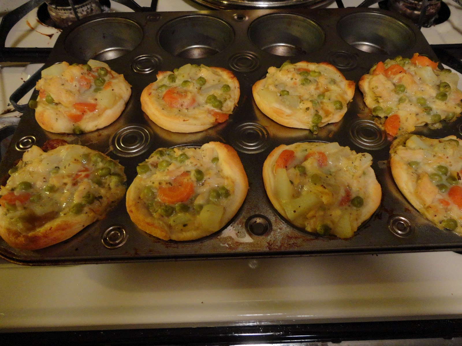 how to make chicken pot pies in muffin pan