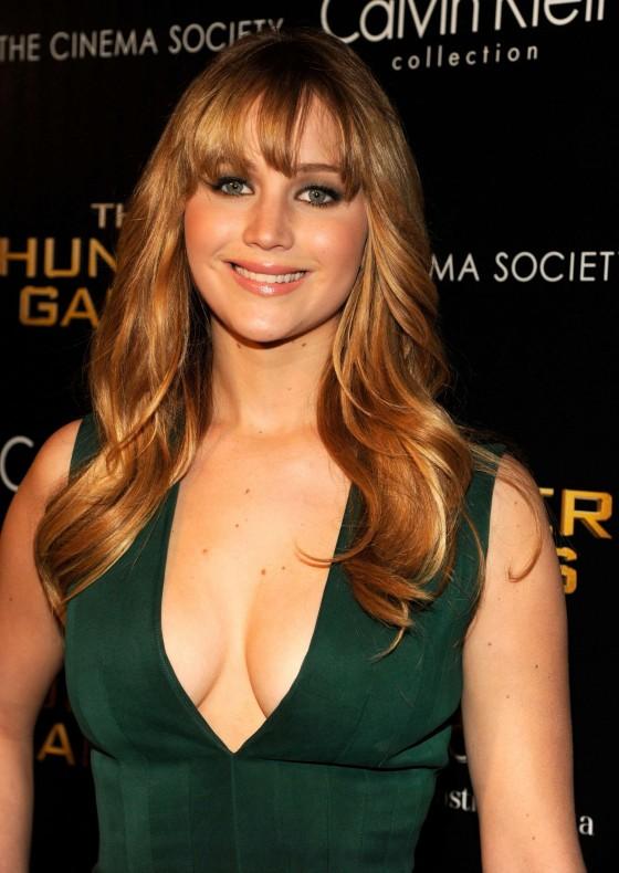 Celebrities Cleavage Pics Jennifer Lawrence Cleavage Pics