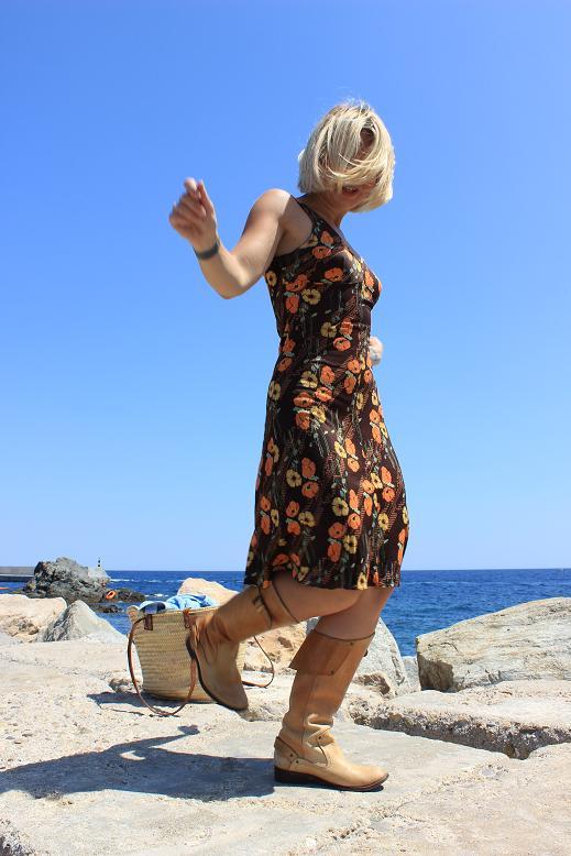 vestido vintage marron con diseños florales vestido de verano