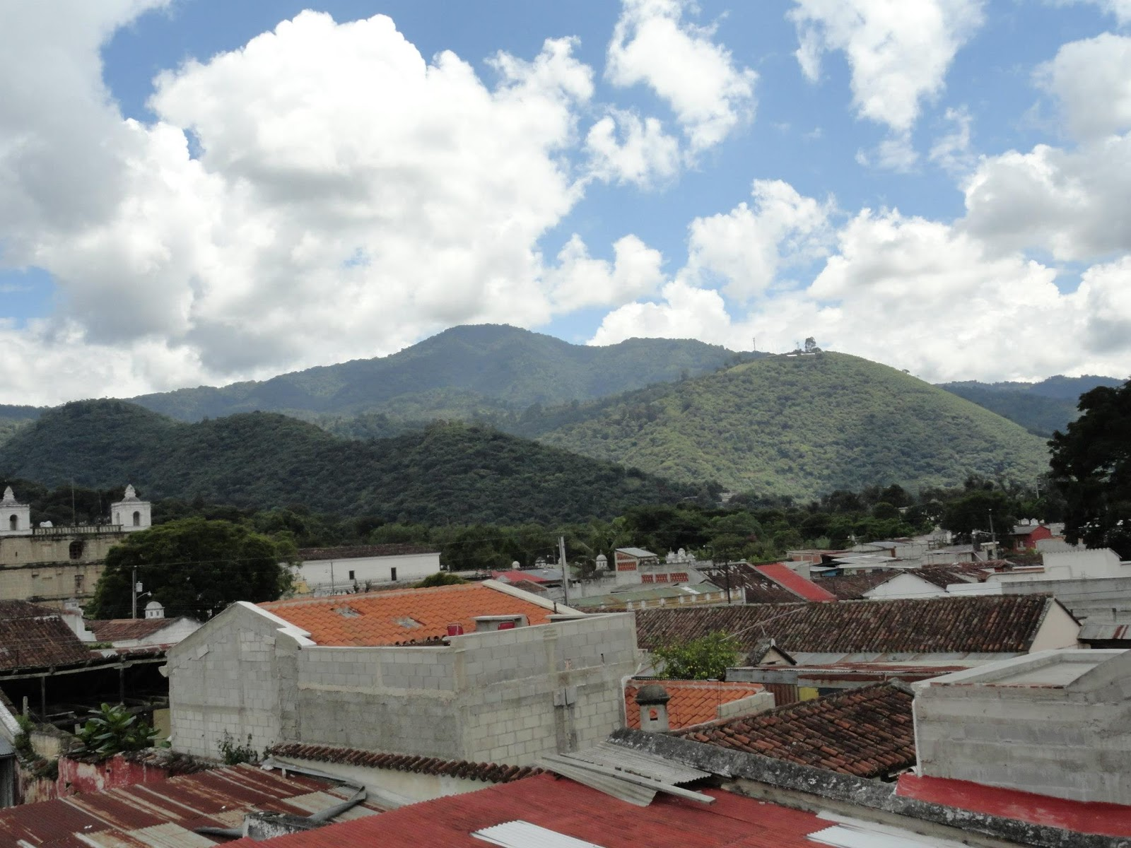 the next morning we decide to just wander round the town and check out some sights antigua is a small town with old colonial buildings and is one of