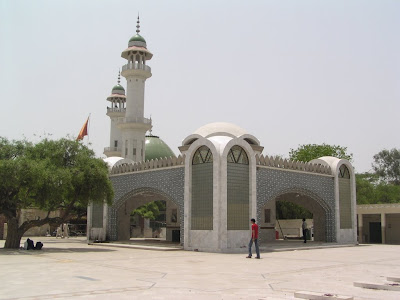 images of he died in 1757 and his tomb is located kasur present day