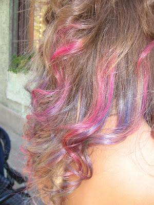 szivárvány színű haj