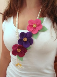 flores colar feltro