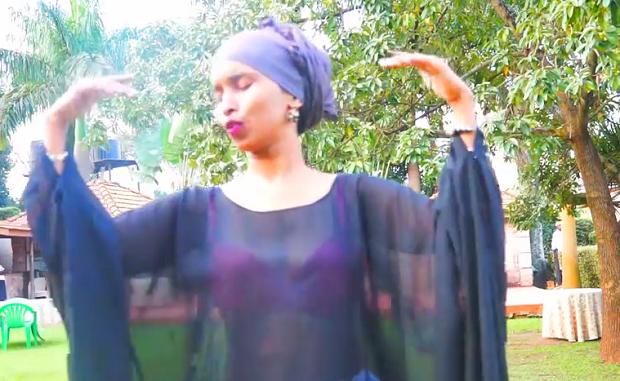 Daawo Video: Umu Shariif oo fanka ugu baxday muuqaal ayadoo qaawan laga duubay