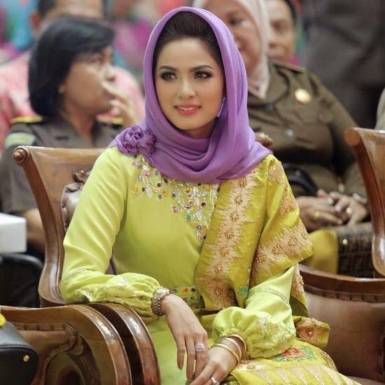 Kecantikan Istri Gubernur Lampung Ini Menghebohkan Internet