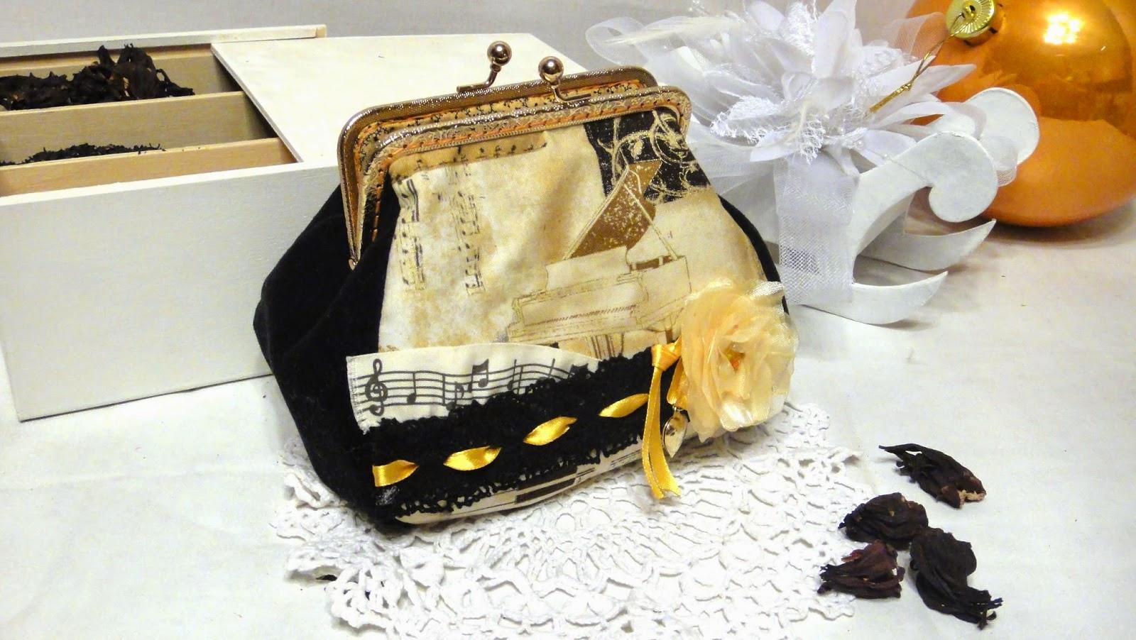 Оригинальный подарок аккомпаниатору косметичка с фермуаром