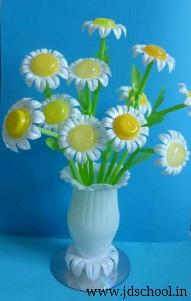 Idea to make flower pot from plastic bottles crazzy craft for Flower pot made by waste material