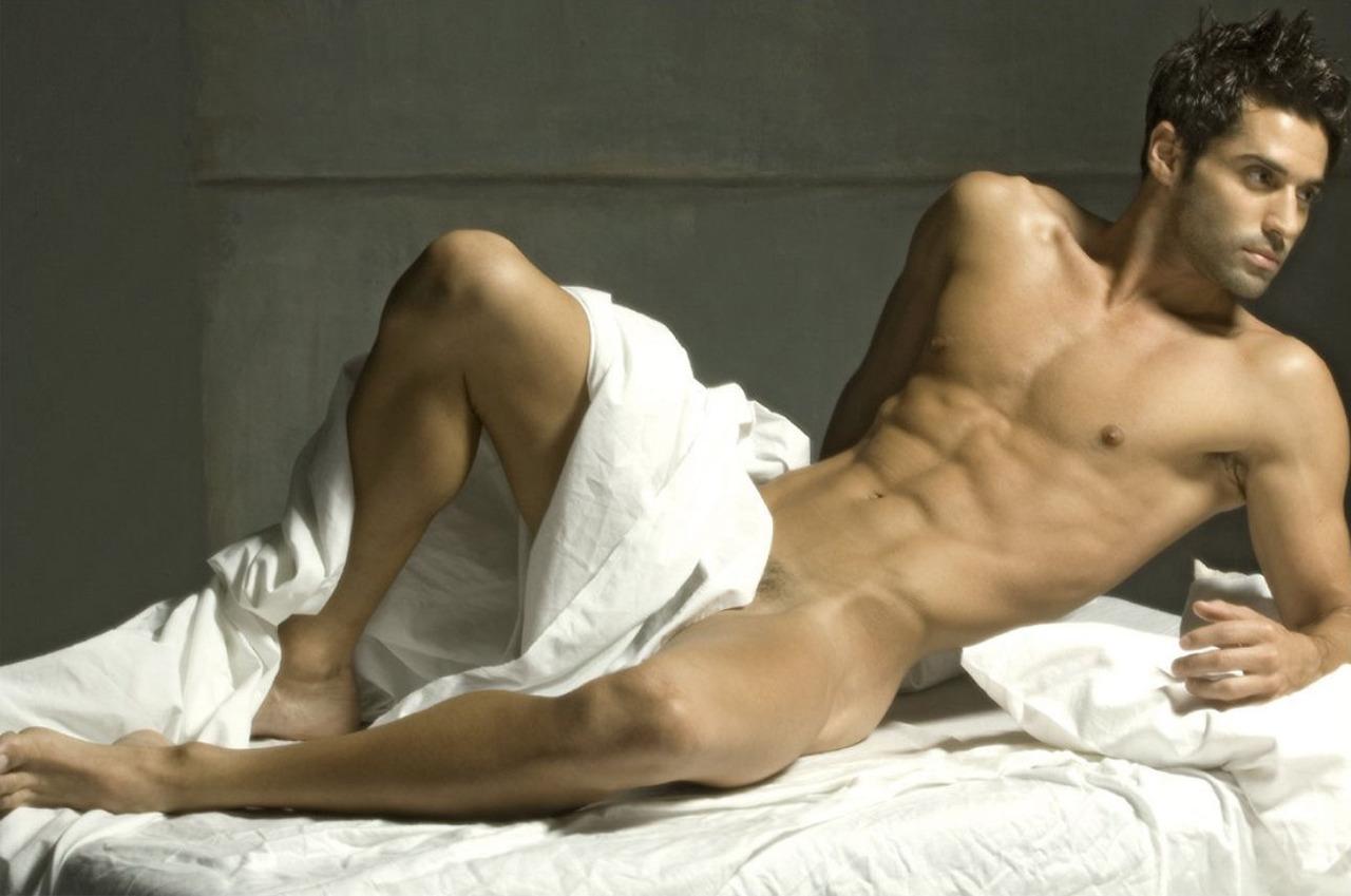 Лежа спине фото голые мужчины эрос фотогалерея секса