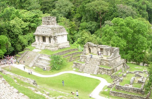 Vistas panorámicas de ruinas mayas
