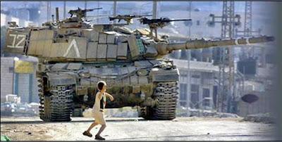 http://2.bp.blogspot.com/-SE6xZHStK8o/U8GSTPDezpI/AAAAAAAAAWk/M85620GzBhQ/s1600/child_against_tank.jpg
