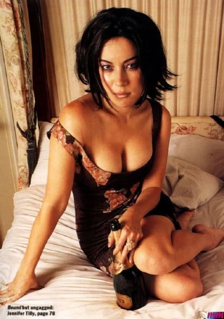 jennifer tilly sexy panties