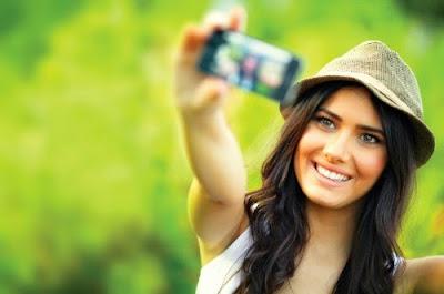 cara menstabilkan foto kamera saat selfie