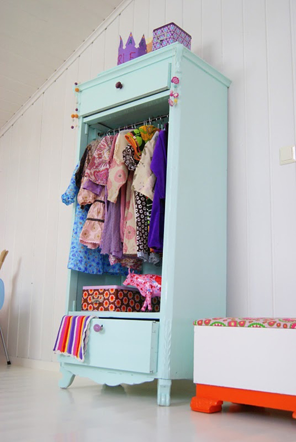Mint and lilac painted wardrobe for kids- f you loved painted furniture or are thinking about using Chalk paint on furniture for the first time then you should check this post full of 25 incredible makeoevers. 25 Fabulous painted furniture ideas!