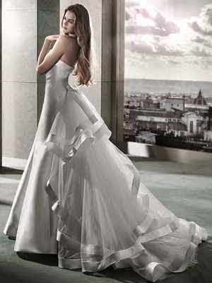 Sonar vestido de blanco hombre