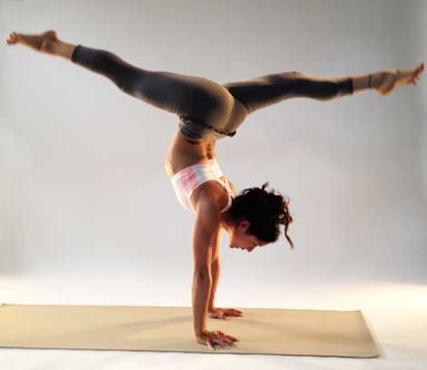 Most Beautiful And Sexiest Women Yoga Coaches And Poses Briohny Smyth