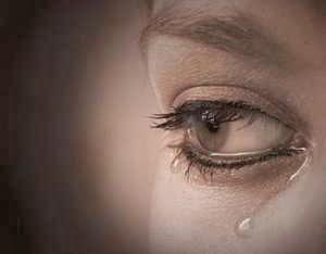 Mujer llorando en un sueño