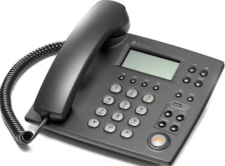 Teléfono negro con teclado