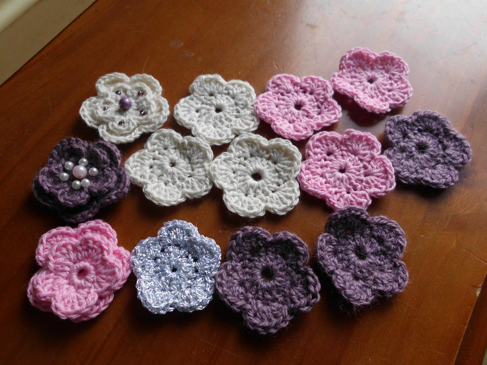 LaurensGlitzyB for the love of paper Crochet Flowers