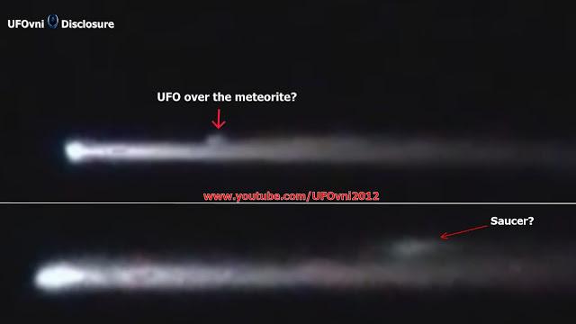 OVNI au-dessus de la météorite? Saint-Pétersbourg, en Russie, le 29 Juin 2015